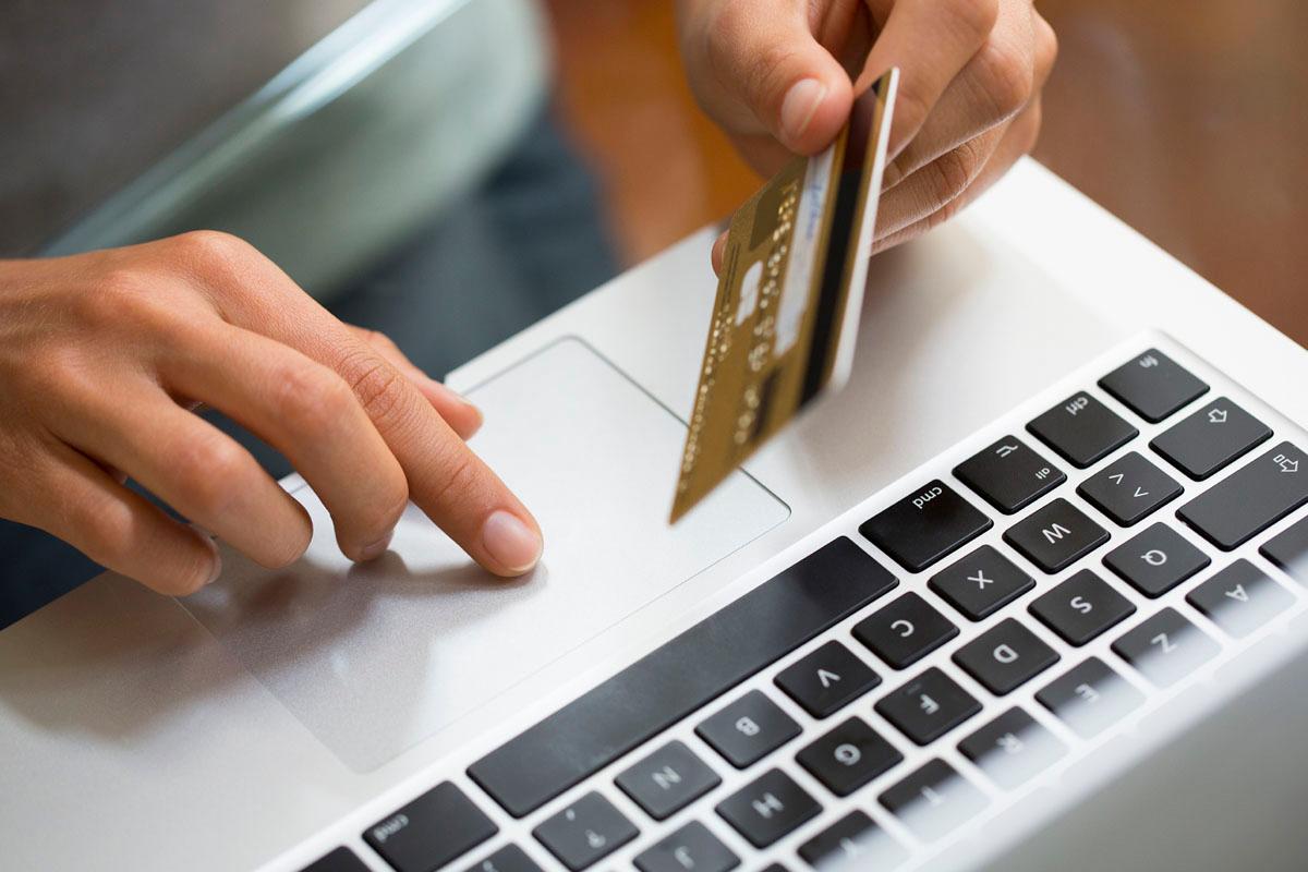 Где лучше покупать чехол: рынок vs интернет-магазин